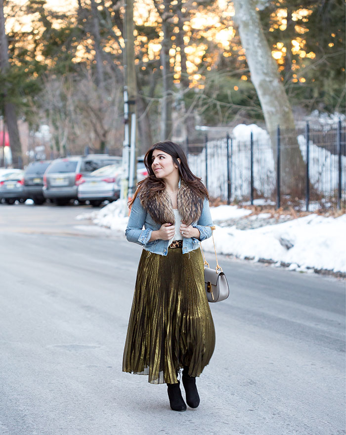 Street-Style-Metallic-gold-skirt-pleated-tiffany-pinero-style